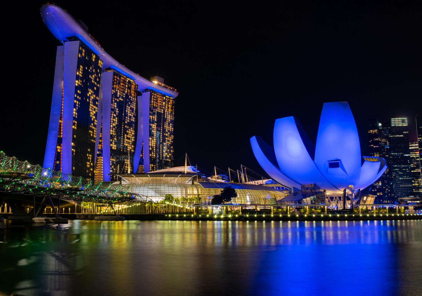 Marina Bay Sands by Markus Hennicken