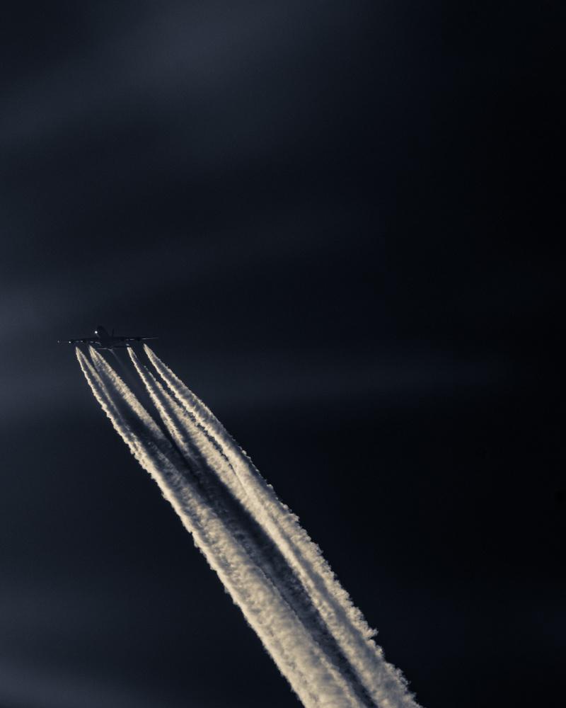 Airbus A380 overhead by Steven de Vet