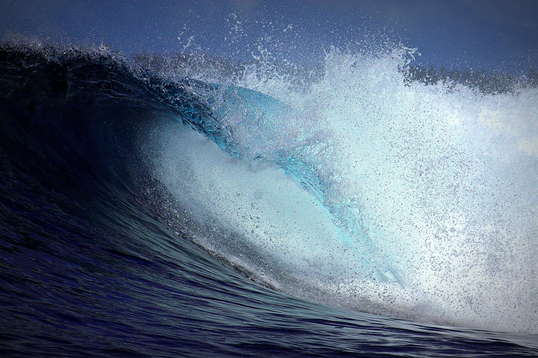 Wave crashing by Shaun Botha