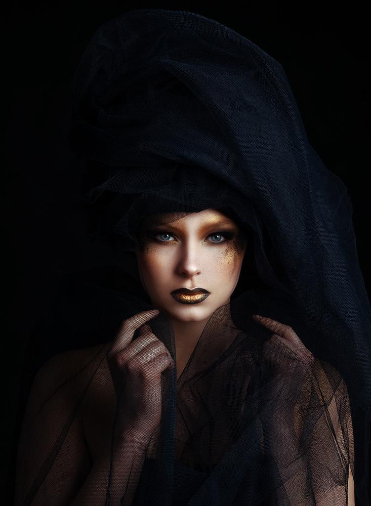 𝐁𝐥𝐚𝐜𝐤 & 𝐆𝐨𝐥𝐝 by Teemu Andreas