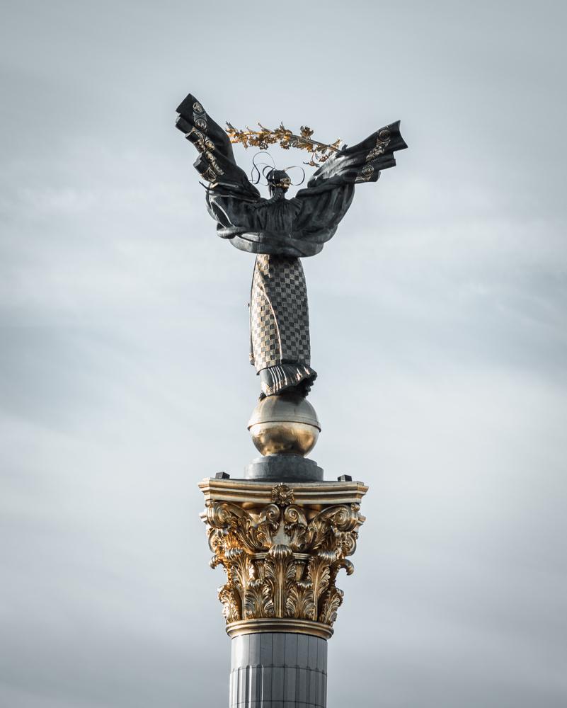 Independence Monument by Bartek Wojtkuński