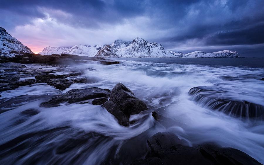 Roaring Sea by Felix Inden