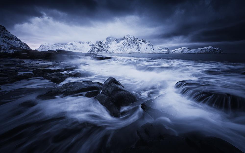 roaring sea redux by Felix Inden
