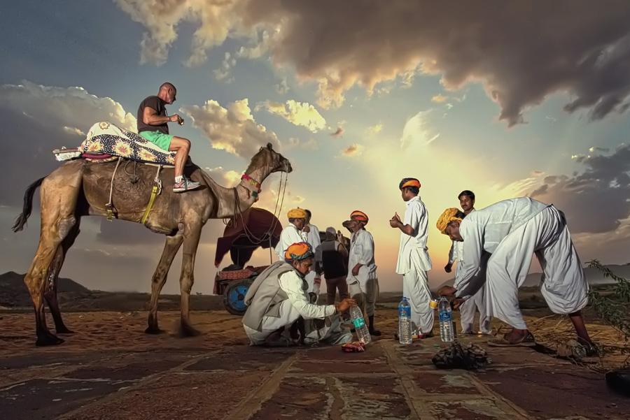 Coffe break - Pushkar by Ruzely Abdullah