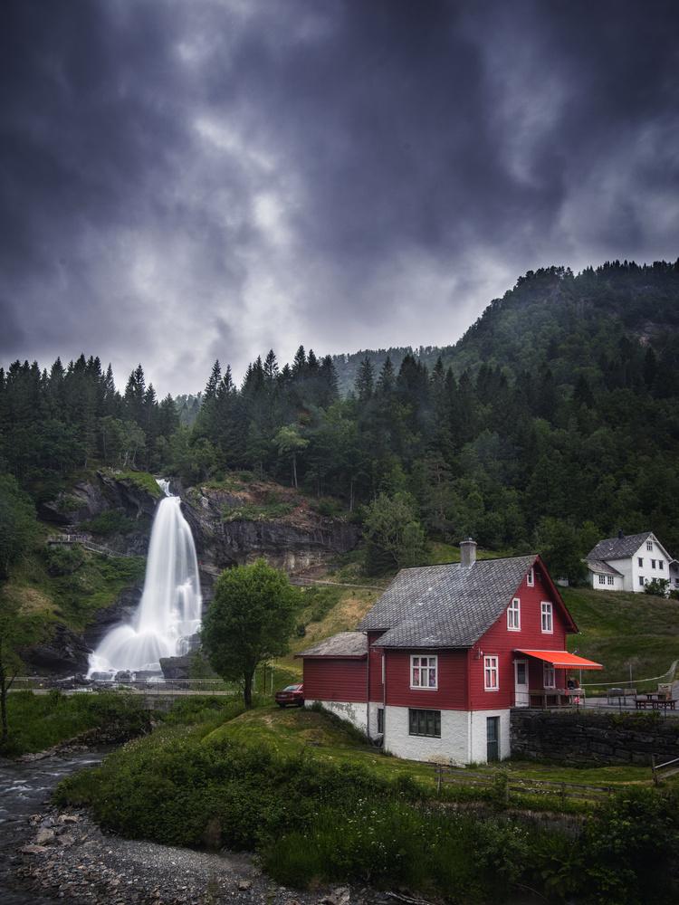 Steinsdalsfossen by Bjørn - Audun Myhre
