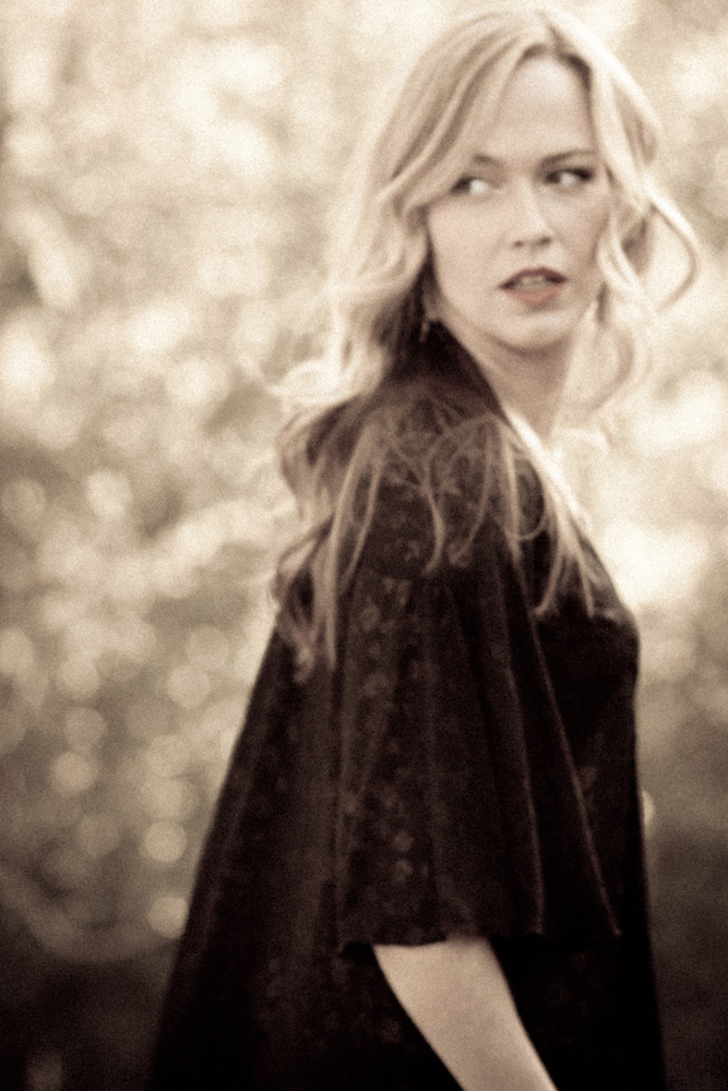 Roxanne by Iris Debelder
