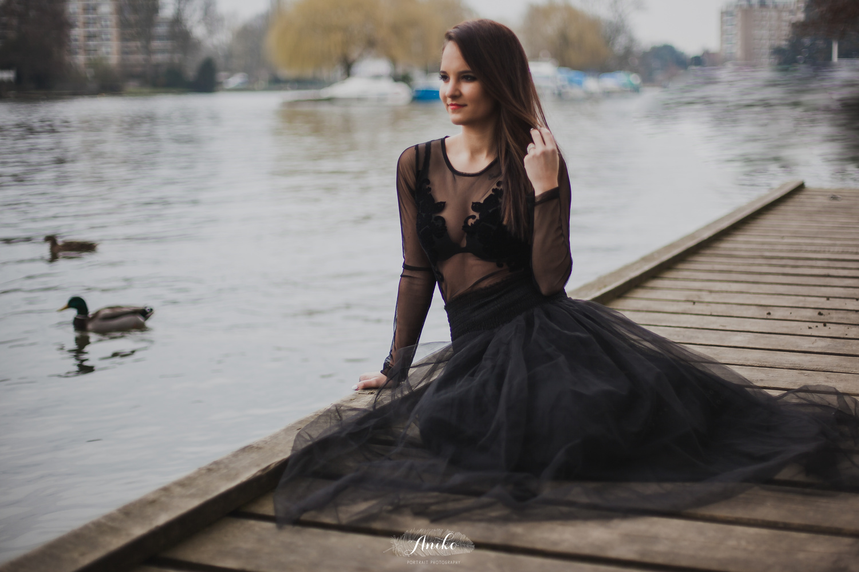 Black swan by Aniko Portrait Photography