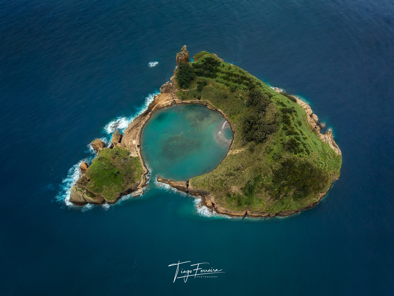 Vila Franca Islet by Tiago Ferreira