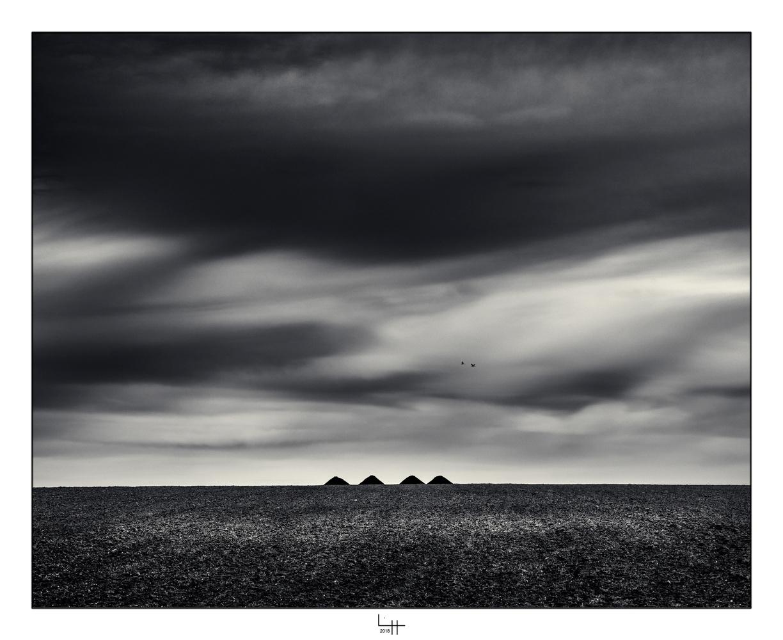 Pyramides de Thiré by Lionel HUG