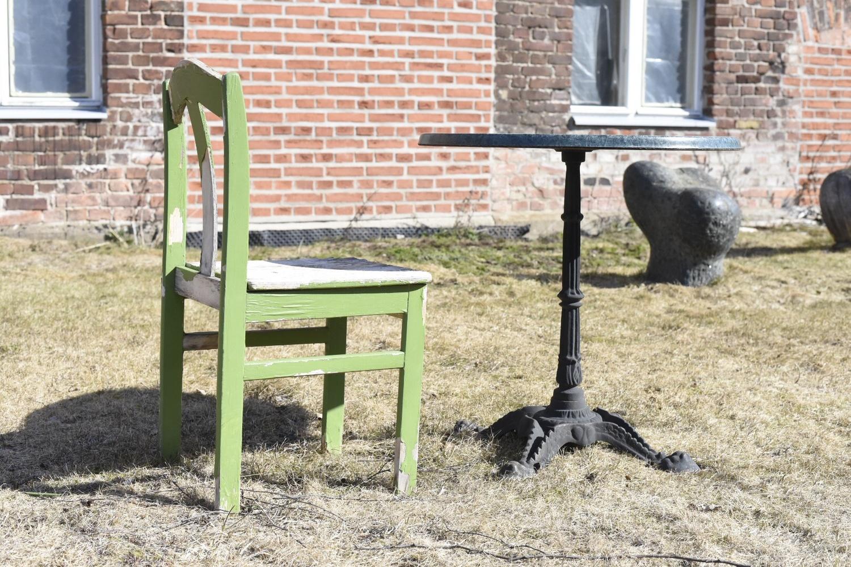 Table for me by Petri Haanpää