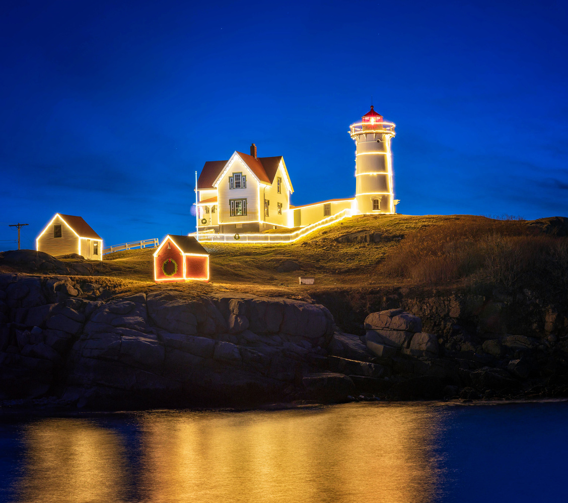 Nubble lighthouse by Donny Campos