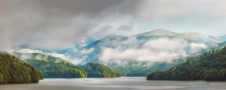 Vidraru lake by Paulian Prajitura