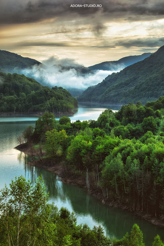 Siriu lake by Paulian Prajitura