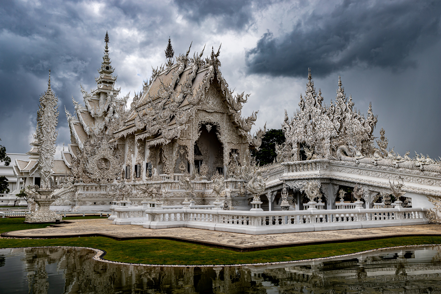The White Temple in Chiang Rai by Stephen Scully