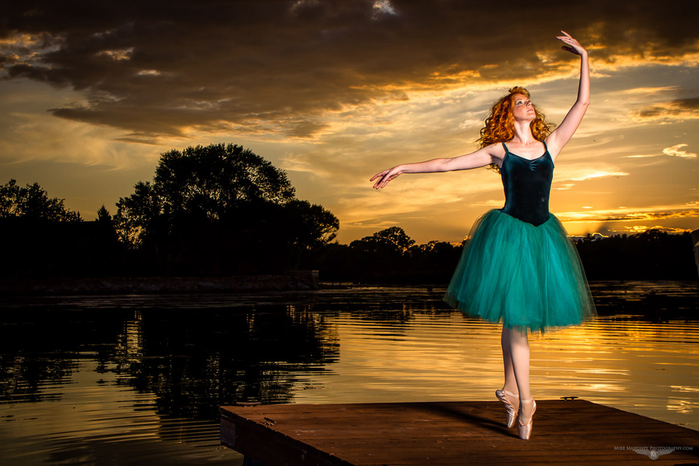 Sunset en Pointe by Mike Mahoney
