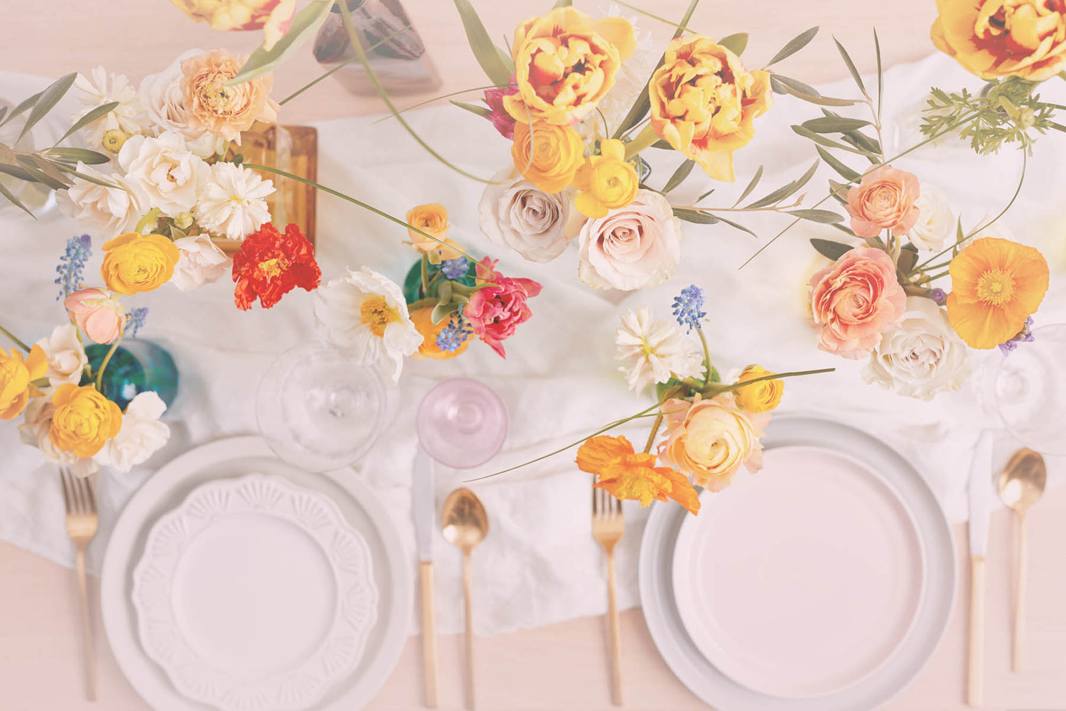 Flowers at a dinner table by OMS Photo