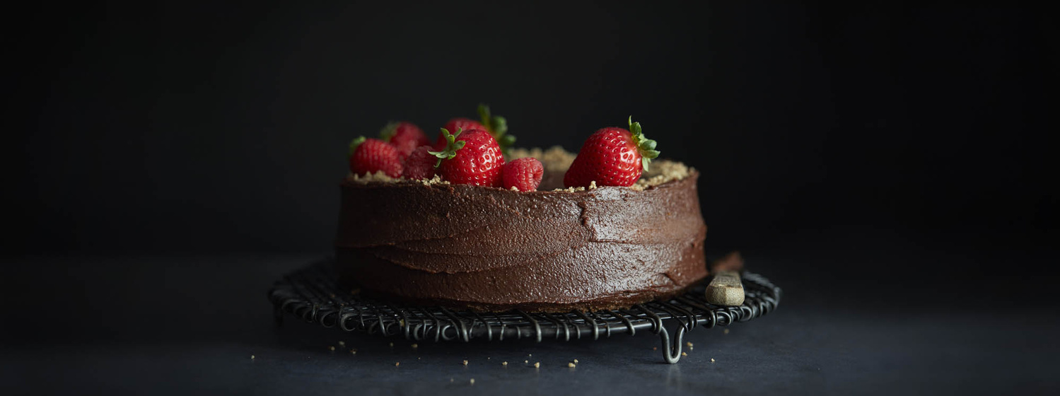 Chocolate cake with strawberries by OMS Photo
