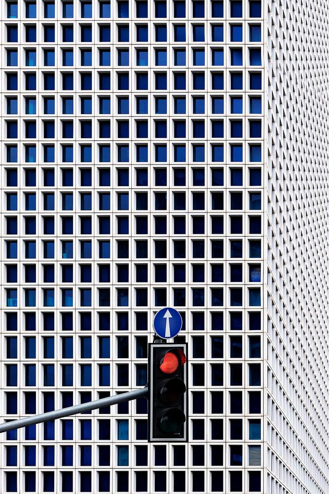 Red light by Alon Jacobi