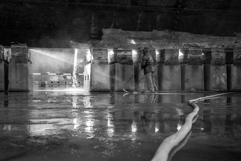 High pressure washing by Pedro Calado