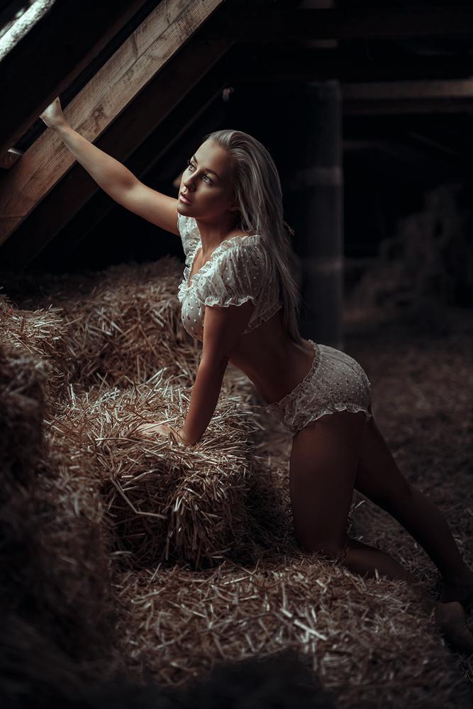 Denise - Farmers Daughter by Flash n Models