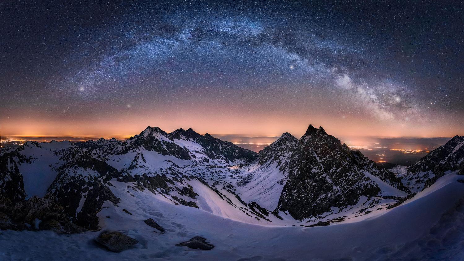 Peaks at night by Štefan Condík