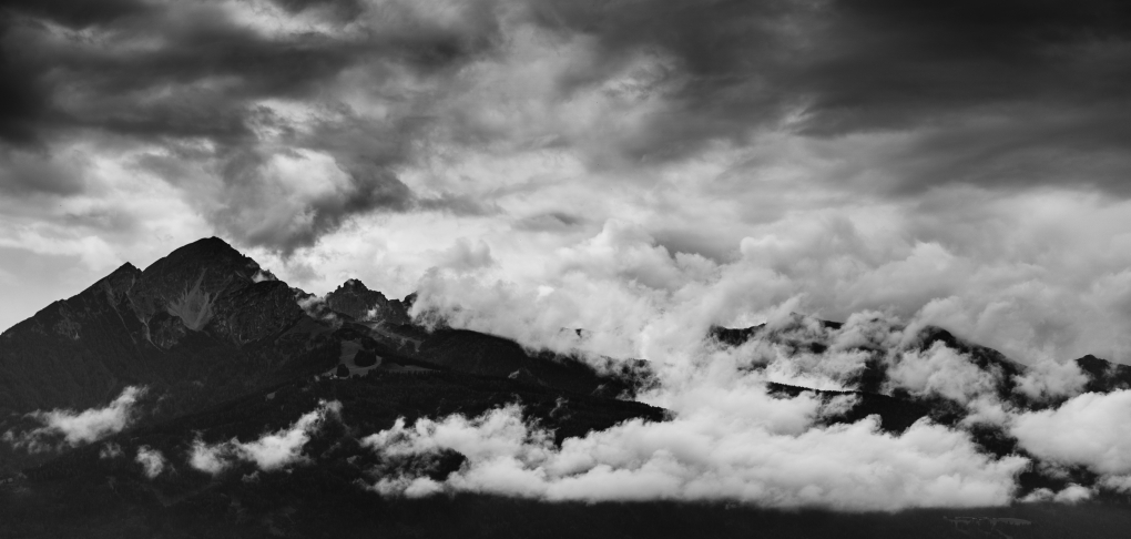 Damp mountain by Krispijn Scholte