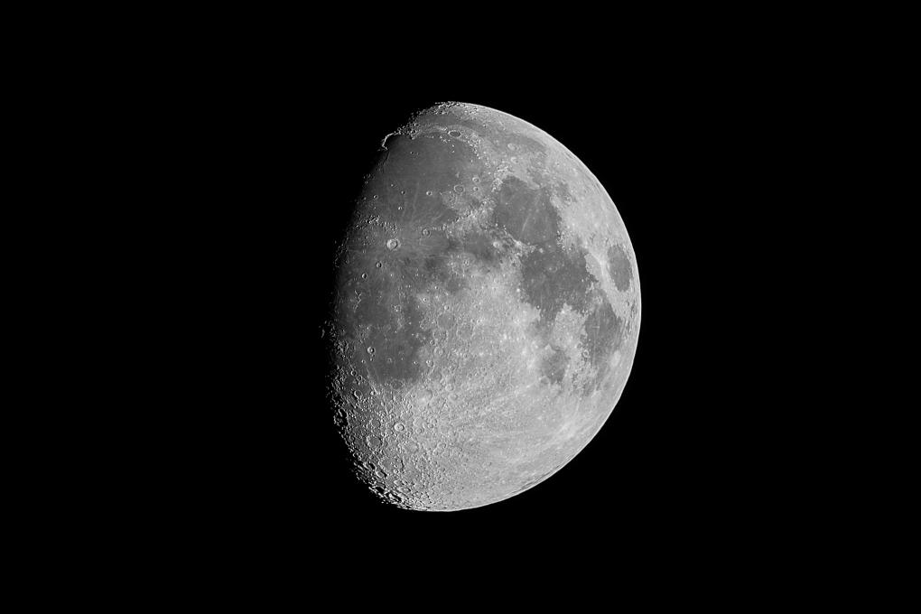 Moon: mirror in lens only by Krispijn Scholte