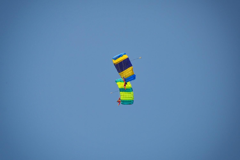 parachutes by Sergey Koveshnikov