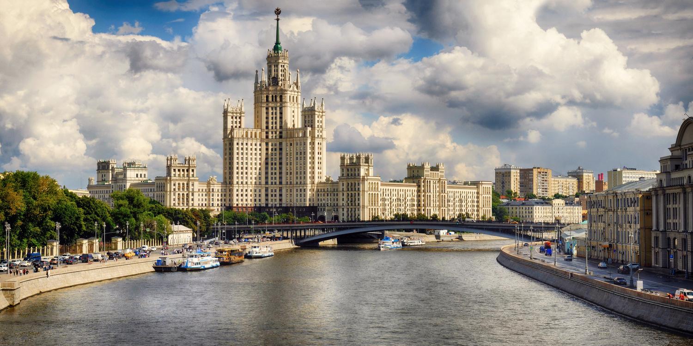 Kotelnicheskaya Embankment Building by Sergey Koveshnikov