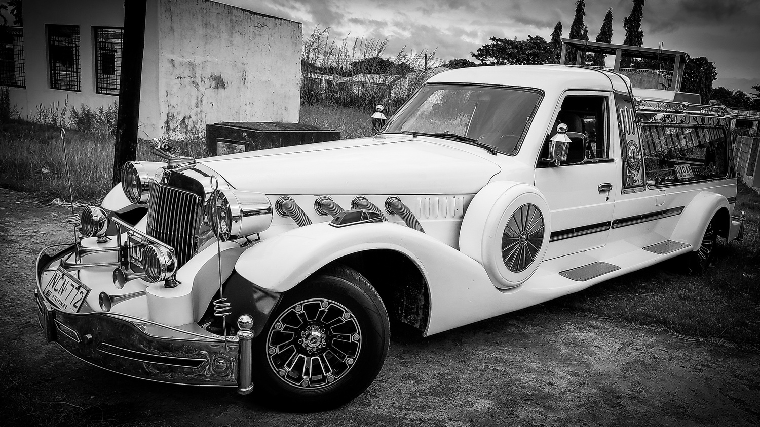 Pimp my hearse. by Andres Entuna
