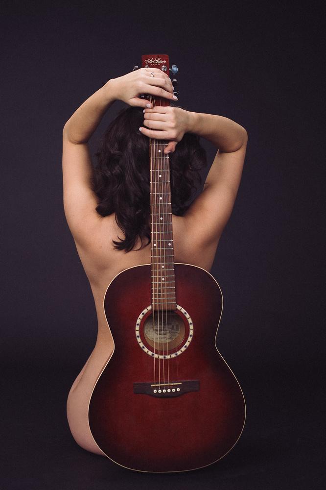 Guitar Mamma by Victoria de Martigny