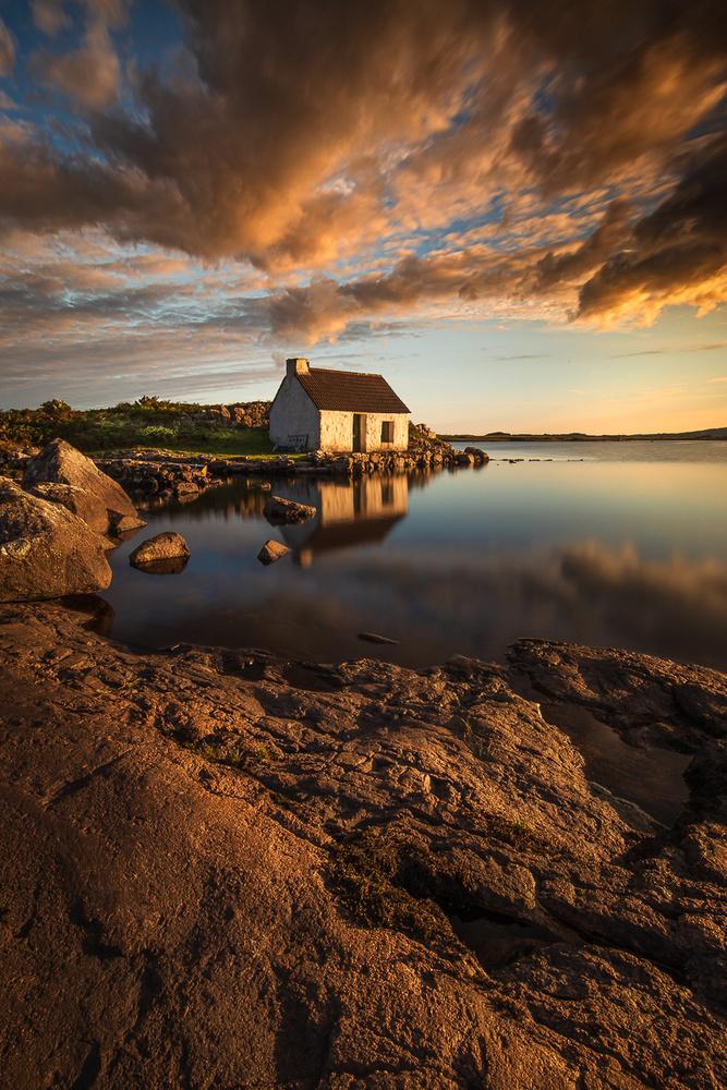 Fishing House by RYSZARD LOMNICKI