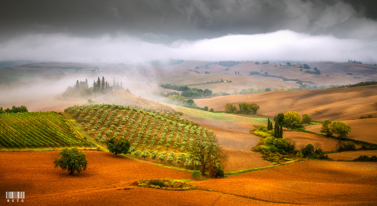 Val d'Orcia by RYSZARD LOMNICKI