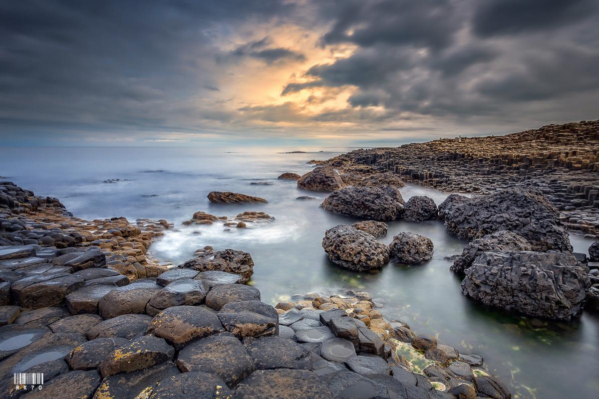 Giant's Causeway by RYSZARD LOMNICKI