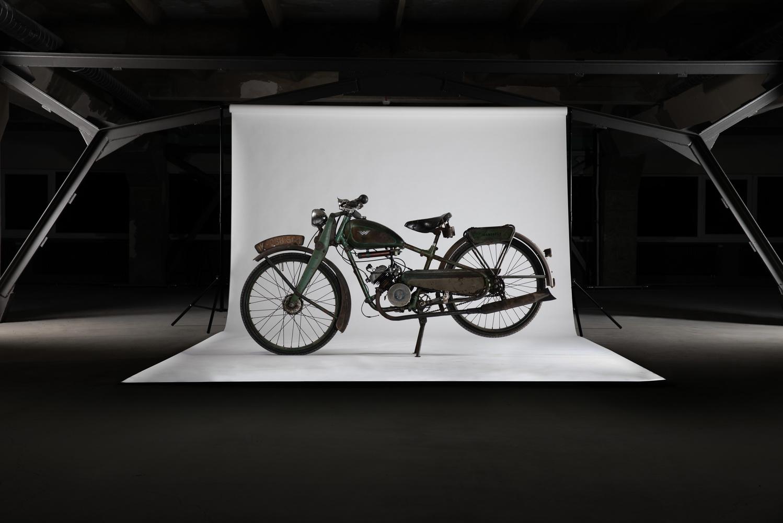 Old motorbike by Donatas Juša
