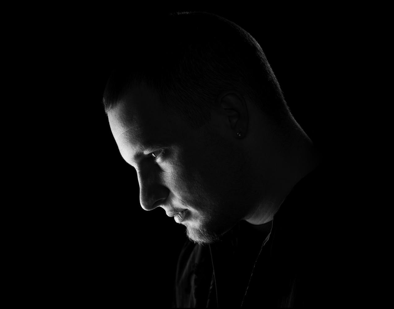 moody black and white portrait by Dan Menard
