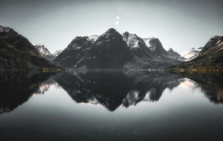 Oppstrynsvatn by Allan Aasland
