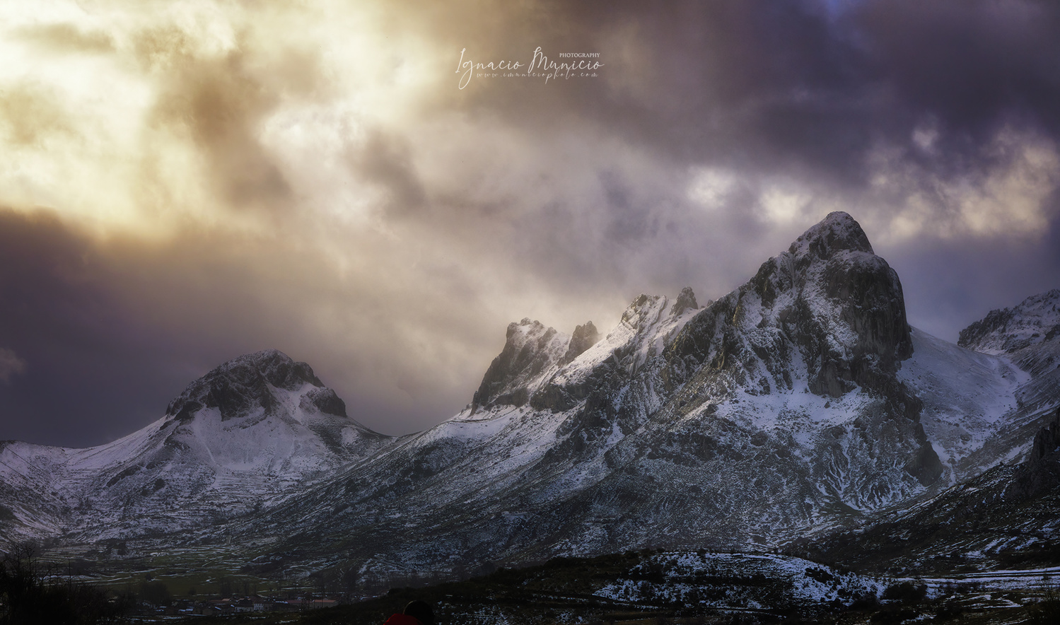 The last lights by Ignacio Municio