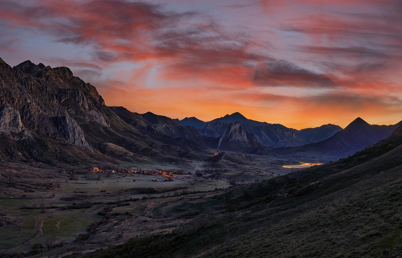 In the Valley by Ignacio Municio