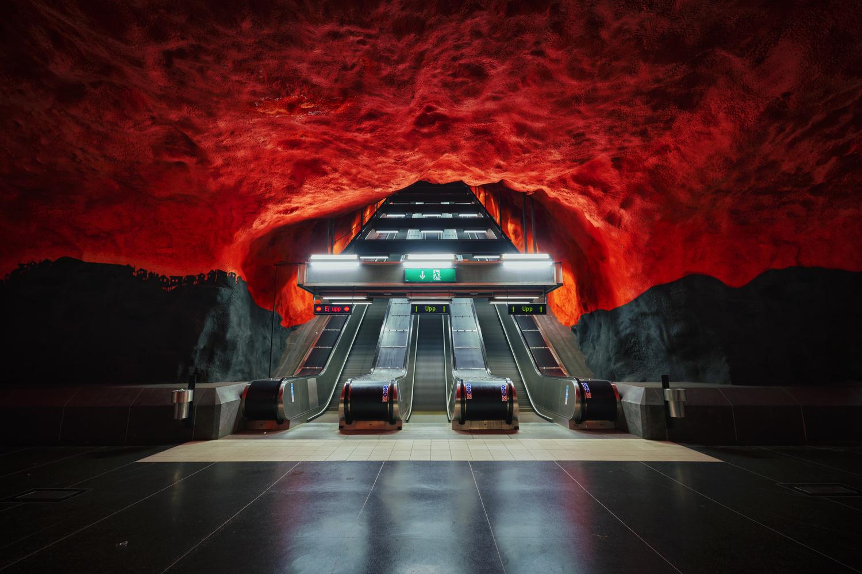 Entering hell by Ignacio Municio