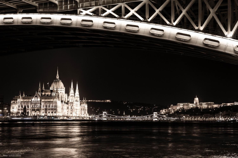 Budapest - Budavári Palota, Széchenyi Lánchíd, Országház by Peter Scholz