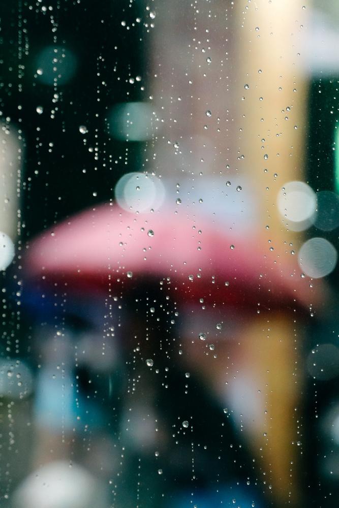 Red umbrella by Eiichi Yoshioka