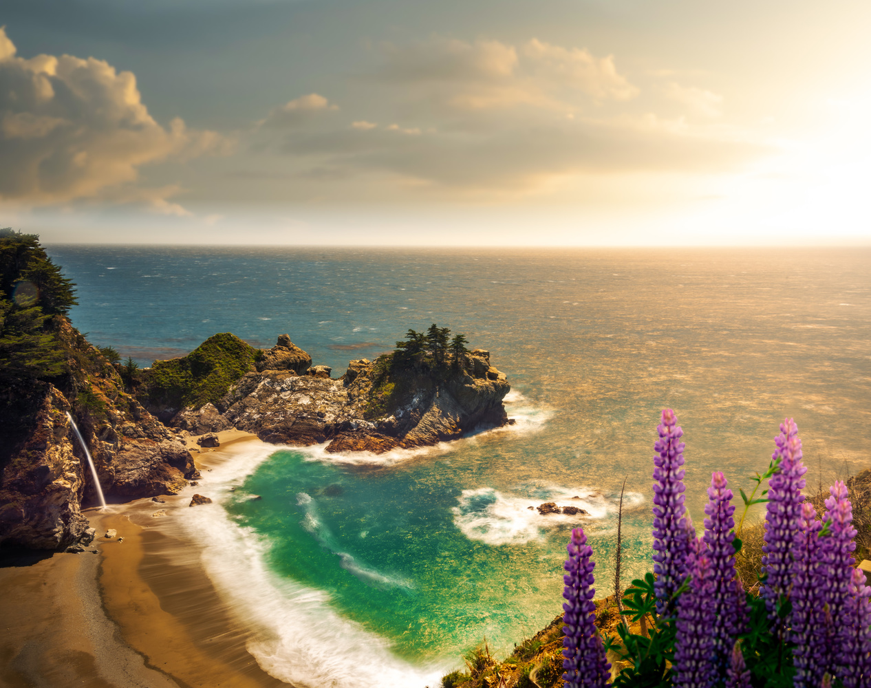 Sunsetting on McWay Falls by Alex Hill