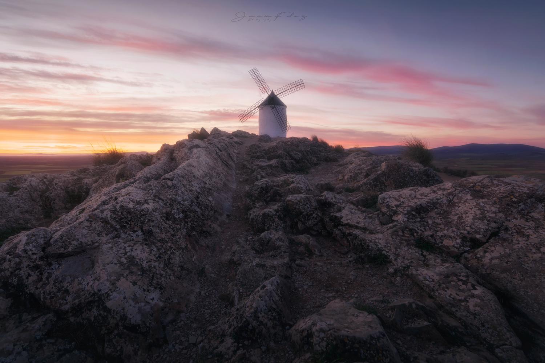 Windmill sunrise by Jacin Fernández