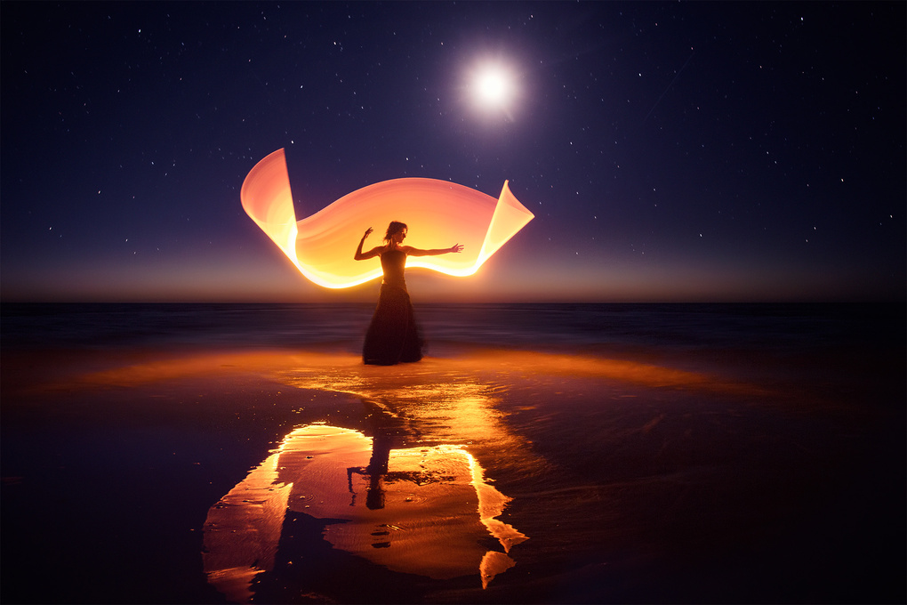 Light-painting with the moon and the stars... by Eric Pare