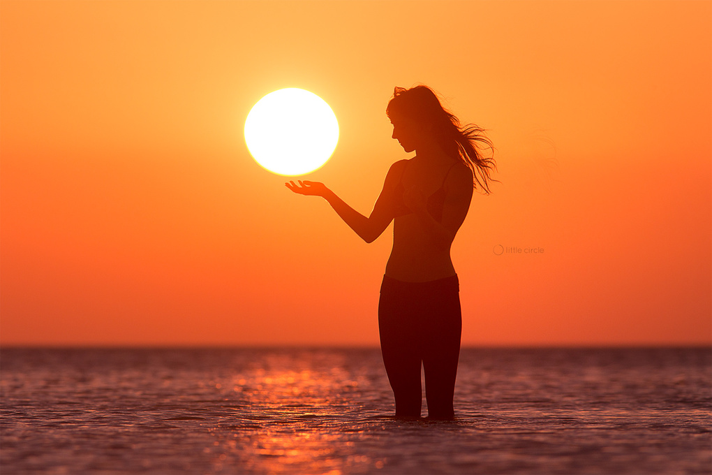 Holding the sun by Eric Pare