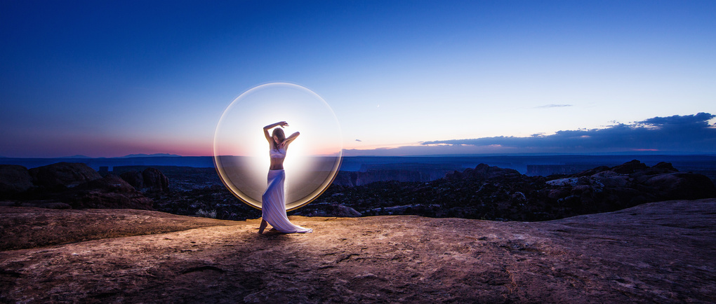 Light-painting at the Upheaval dome by Eric Pare