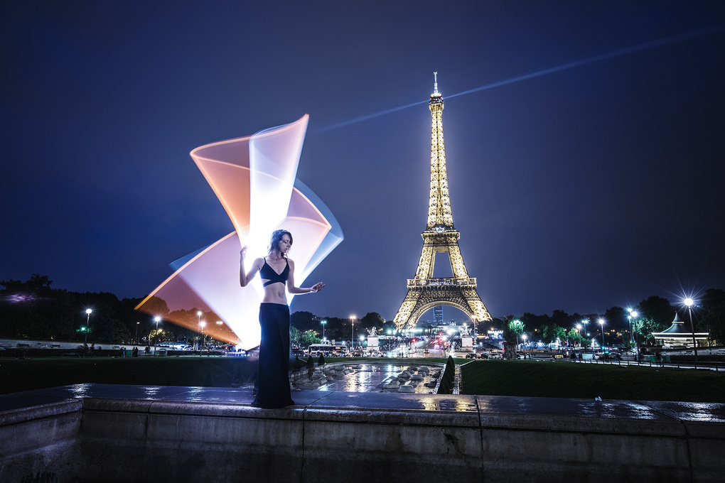 Light-painting in Paris by Eric Pare