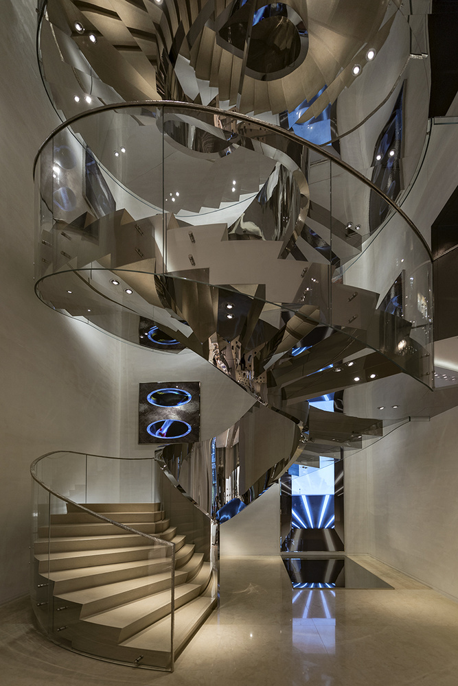 STAIRCASE SHOW by Hanaa Turkistani