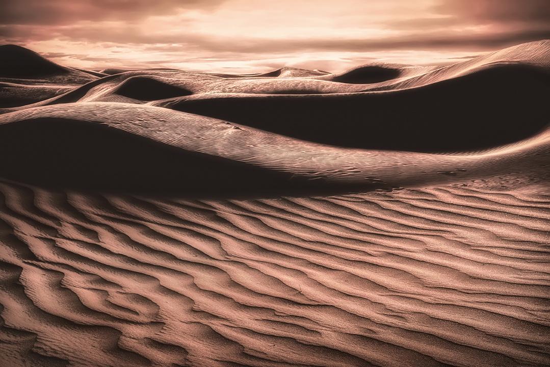Curves by Hanaa Turkistani